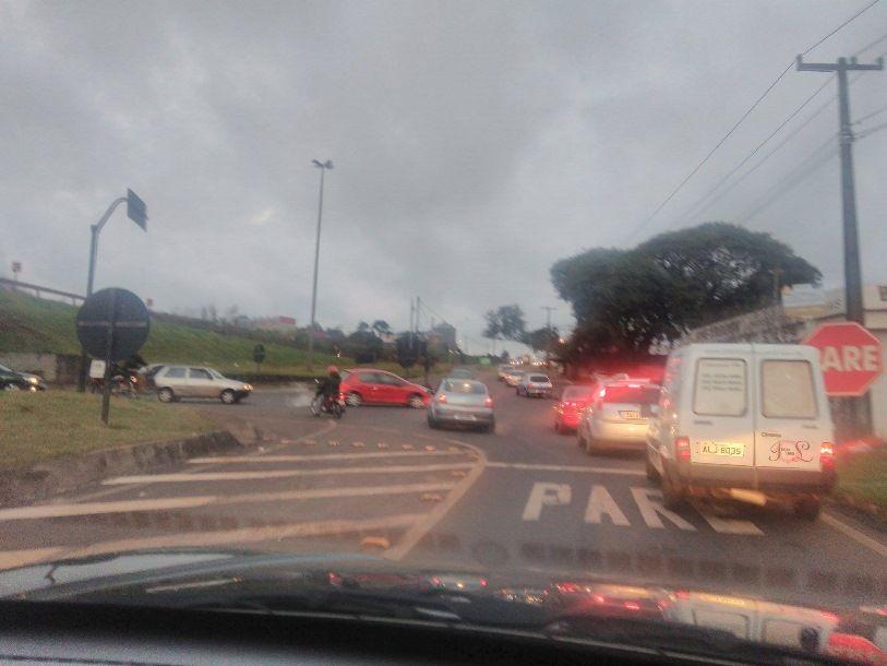 Motoristas solicitam melhoria na sinalização do viaduto XIV de Novembro