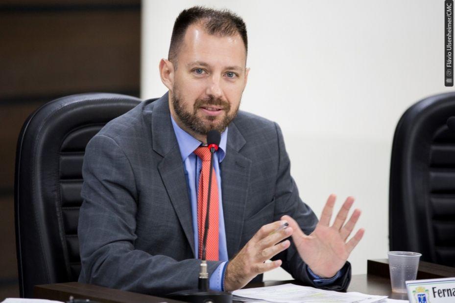 Fernando Hallberg cobra plano de ação da prefeitura para sair do limite prudencial