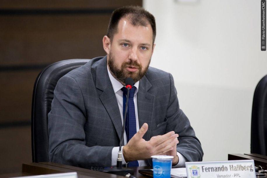 Hallberg pede que Tribunal de Contas do Paraná fiscalize contrato do lixo