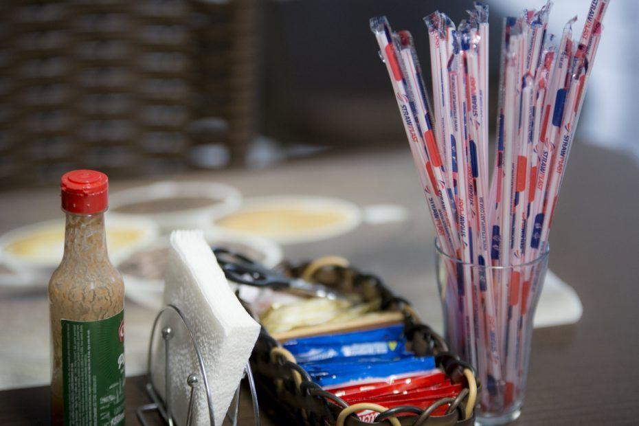 Projeto proíbe canudos em estabelecimentos que ofereçam bebidas para consumo no local