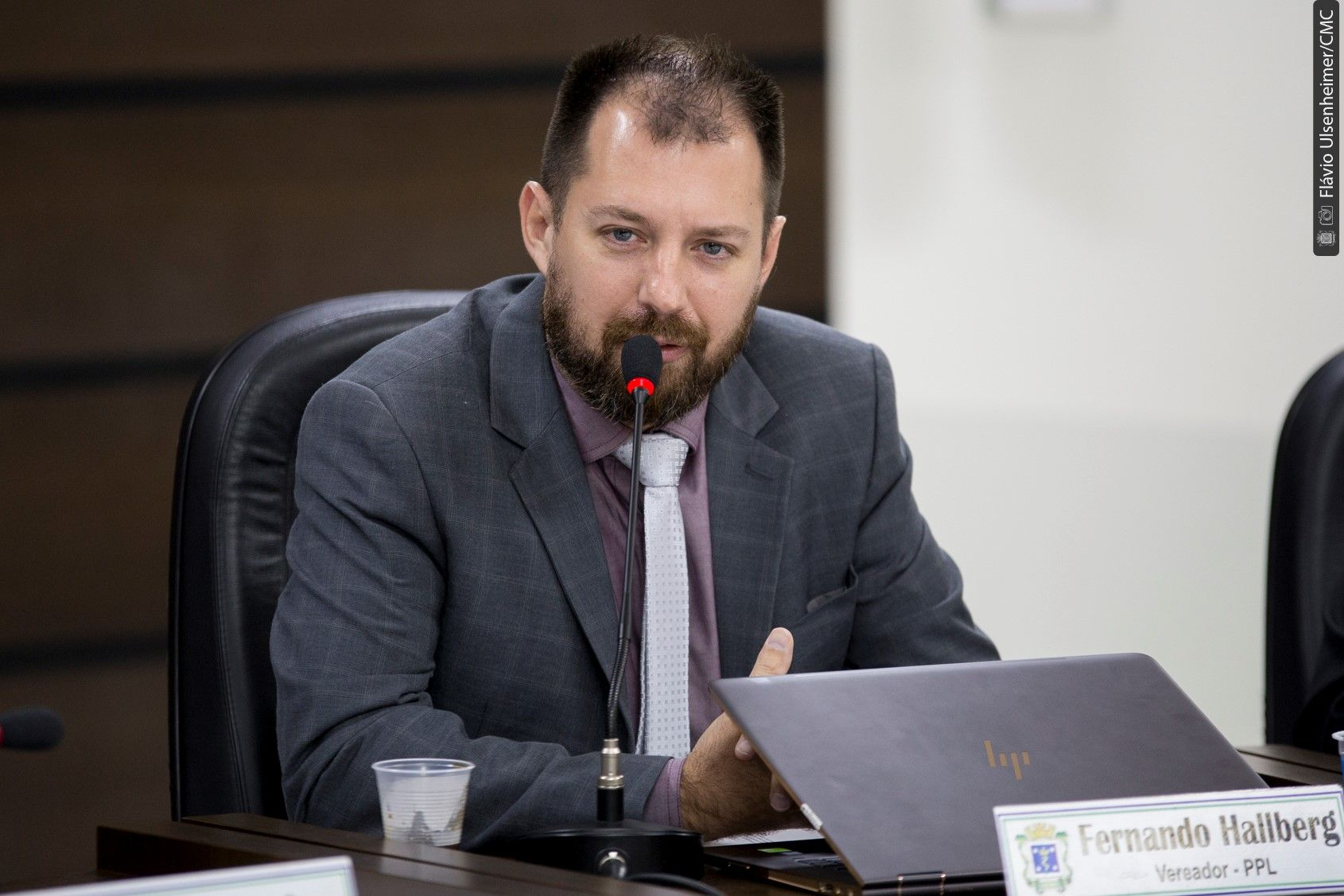 Hallberg denuncia Paranhos por improbidade administrativa e pede cassação