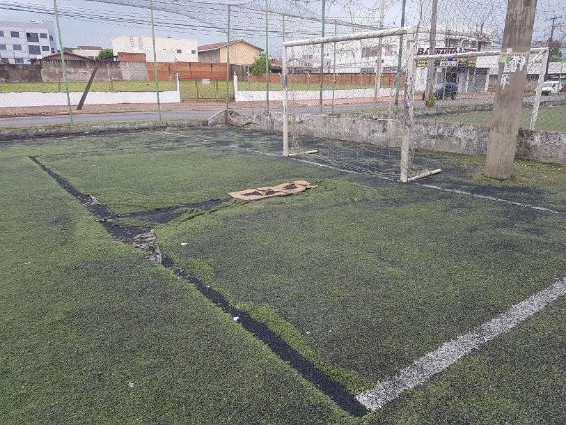 Hallberg solicita a manutenção das quadras esportivas da Av. Tancredo Neves