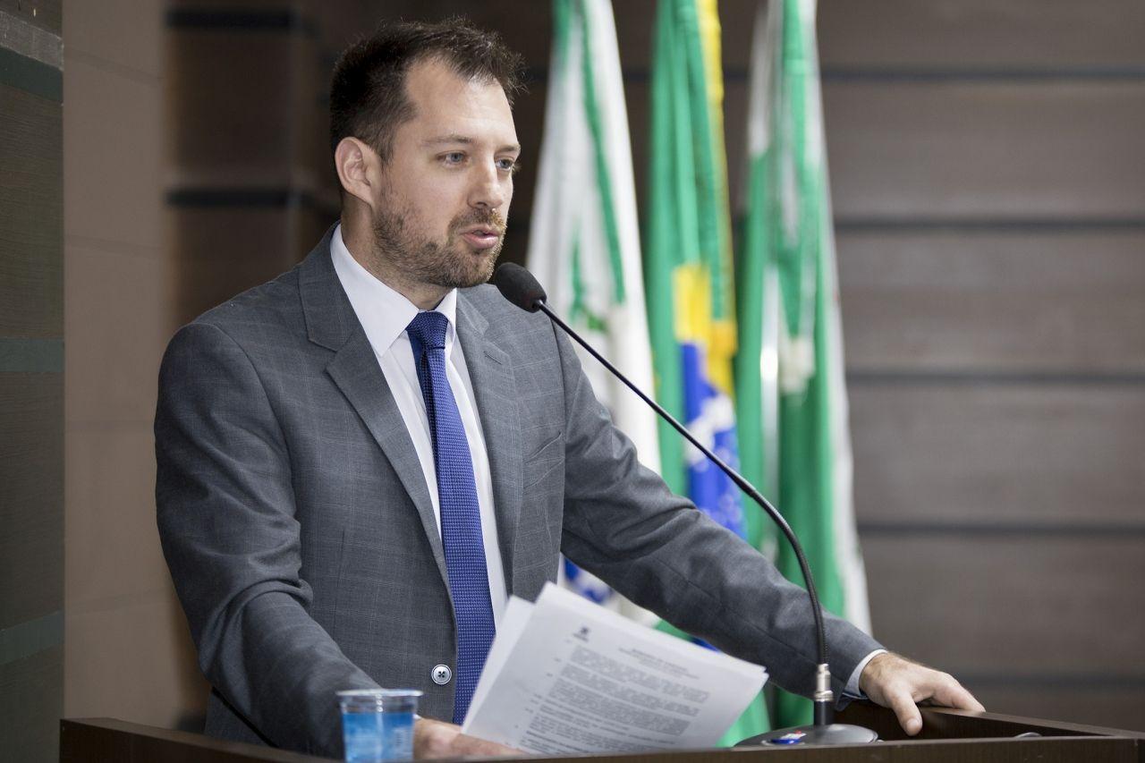 Hallberg aponta possível direcionamento em licitação e faz denúncia ao MP
