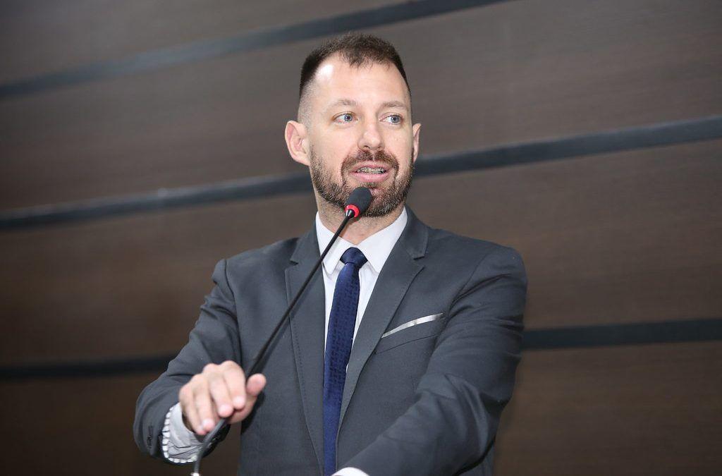 Hallberg vota contra empréstimos: valores podem chegar a casa dos R$ 158,2 milhões