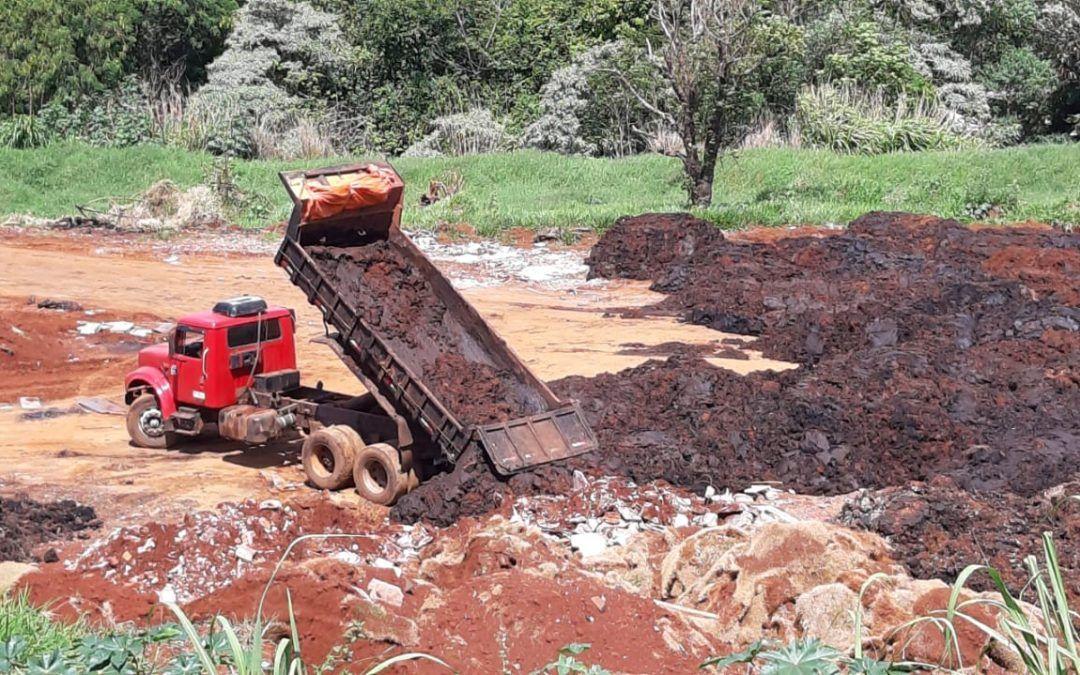 Hallberg e Sampaio denunciam ao GAEMA imóveis do Município que estão tomados por terra contaminada e entulho de todo tipo