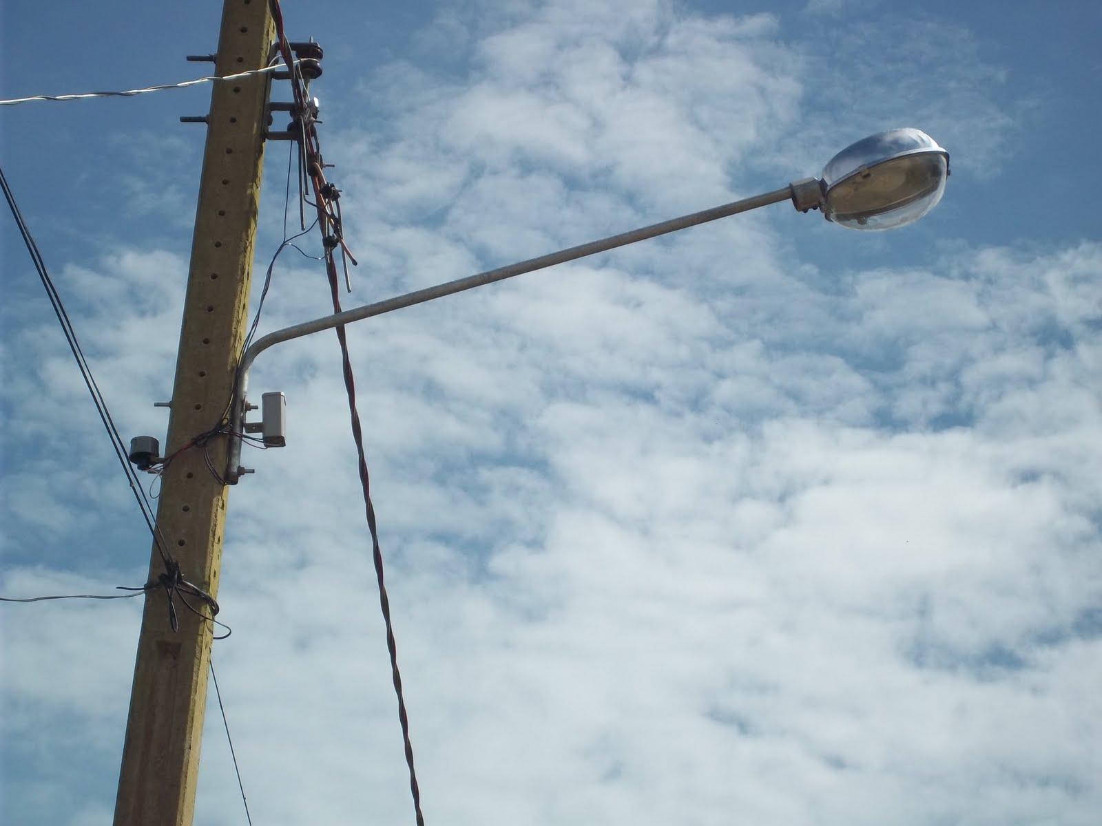 Iluminação Pública: moradora do Cancelli diz que escuridão toma conta da esquina da Paróquia N. S. de Fátima