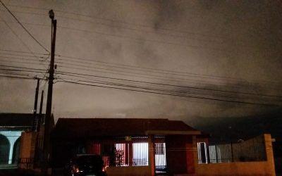 Iluminação Pública: problema volta a mesmo poste da Rua Tiradentes, no Country