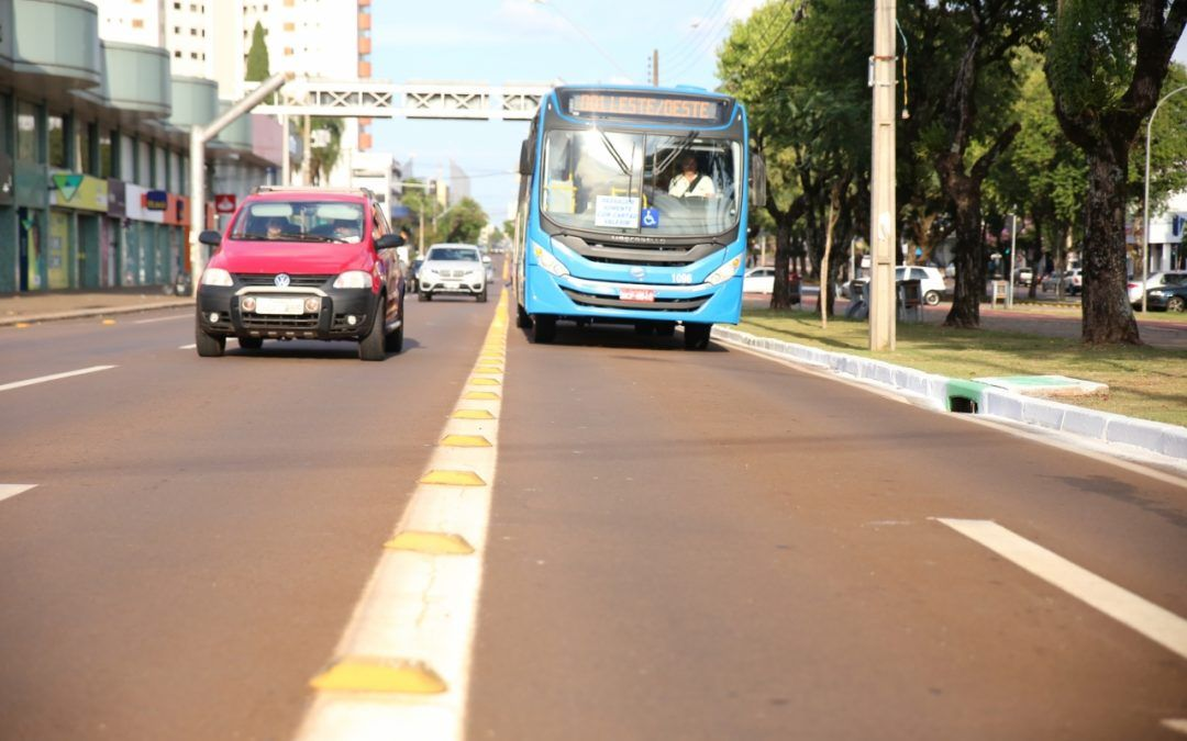 Uso de faixa exclusiva por ônibus e táxis deve ser revogado, defende Comissão