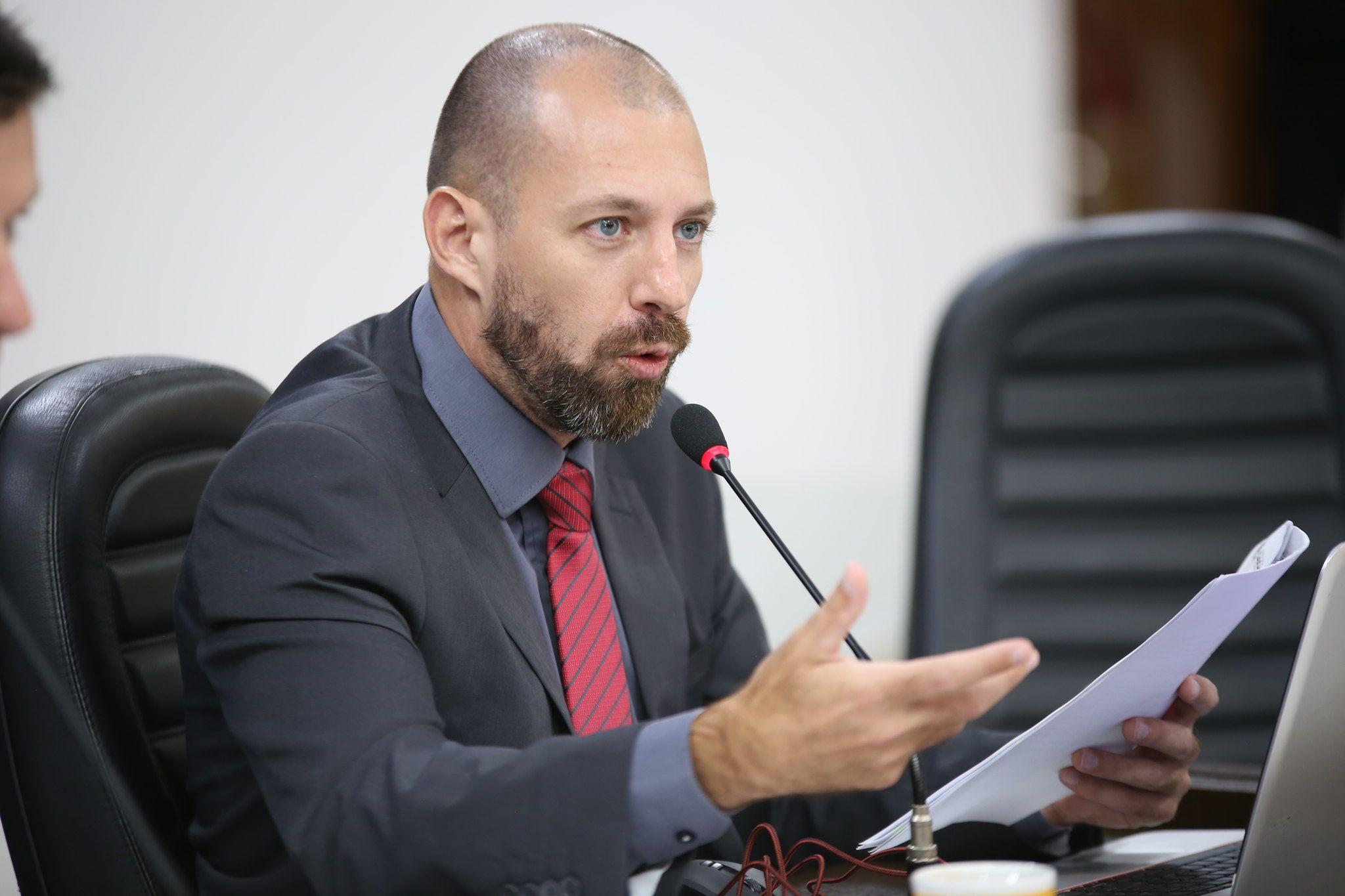 Vereador cobra devolução de R$10 milhões cobrados ilegalmente pela prefeitura.