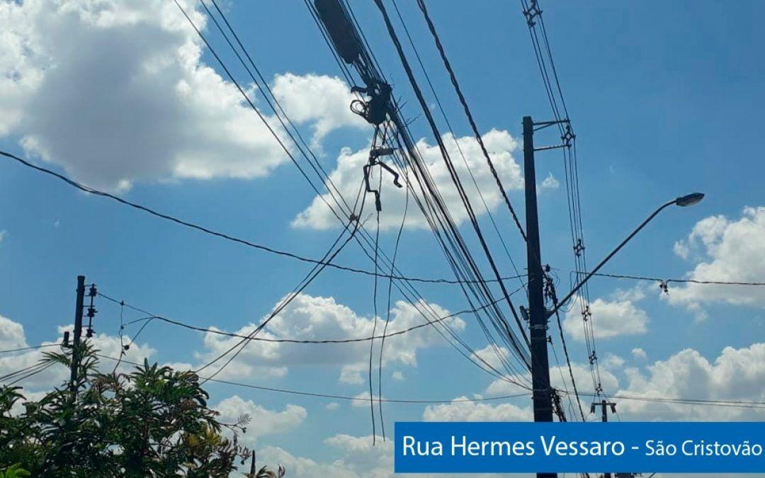 Projeto obriga Copel a retirar fios inutilizados dos postes de energia